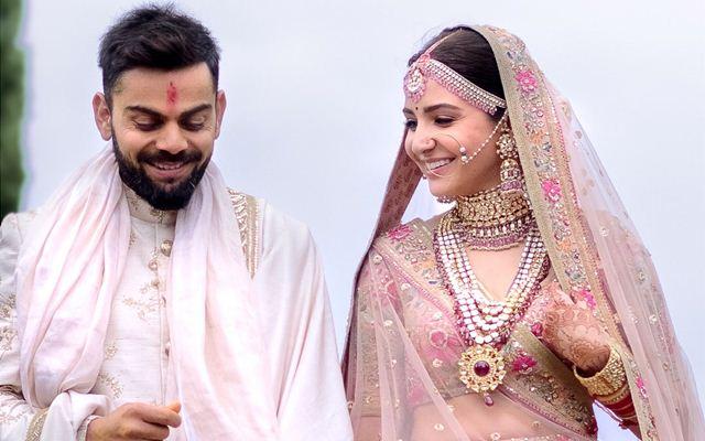 कप्तान विराट कोहली ने बीच मैच में फैंस दवारा दी शादी की शुभकामनाओ को किया स्वीकार