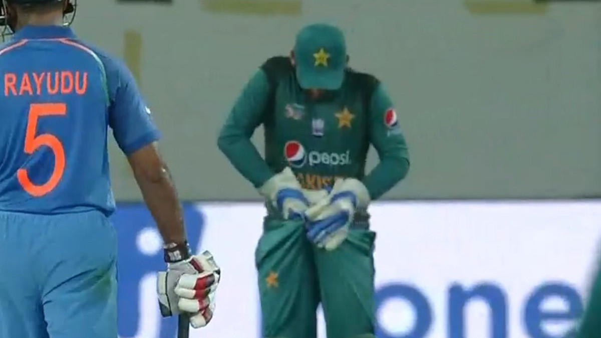 Asia Cup 2018: Pakistan skipper Sarfraz Ahmed turned into a laughing stock after his picture goes viral on social media