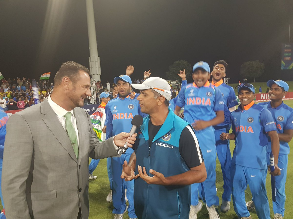 Rahul Dravid exhibits his class once again, refuses to take the limelight after India's U-19 World Cup triumph