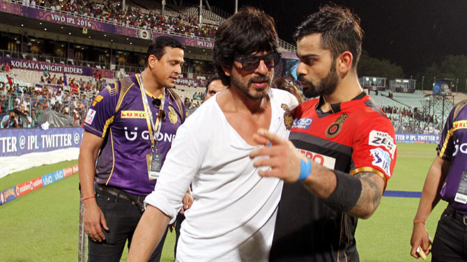 IPL 2018: A picture of Shah Rukh Khan hugging Virat Kohli takes internet by storm