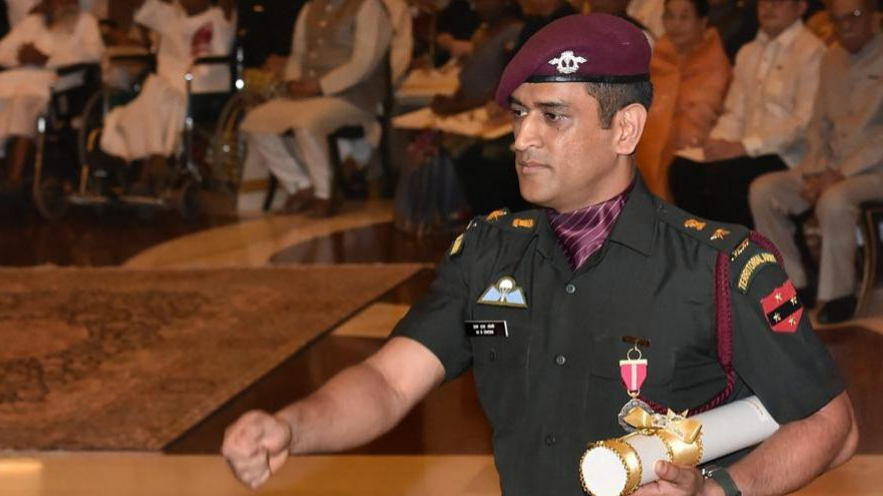 MS Dhoni dedicates his Padma Bhushan to Indian Armed Forces