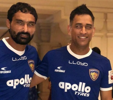 MS Dhoni meets his ISL team Chennaiyin FC players