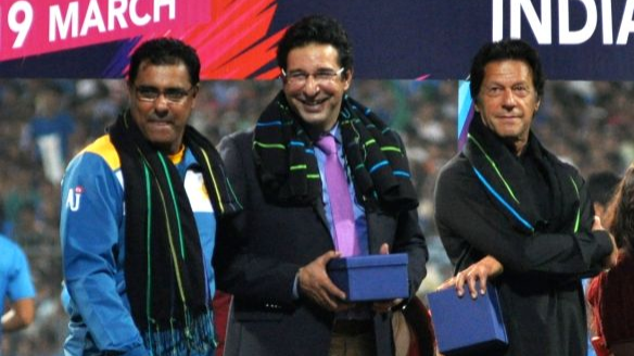 Wasim Akram and Waqar Younis back Imran Khan in his bid to become Pakistan PM