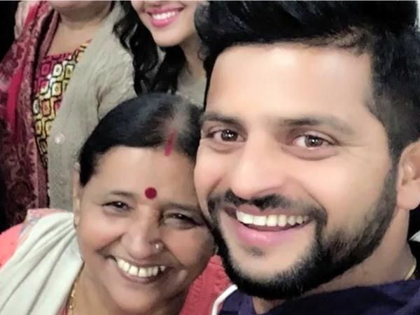 Suresh Raina with his mother Pravesh