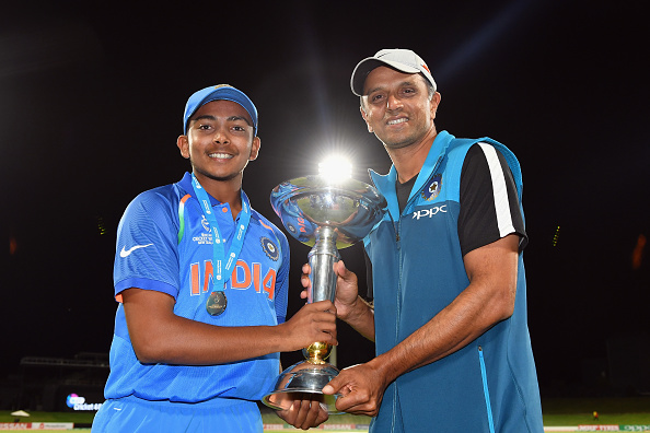 Watch – India U19 team's respectful gesture towards Rahul Dravid after lifting the U19 World Cup 2018