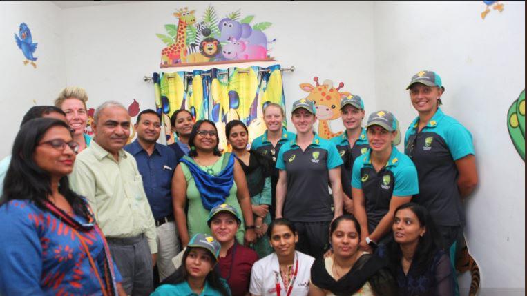 ऑस्ट्रेलियाई महिला क्रिकेट टीम ने भारत में घरेलू हिंसा के आश्रम का किया दौरा
