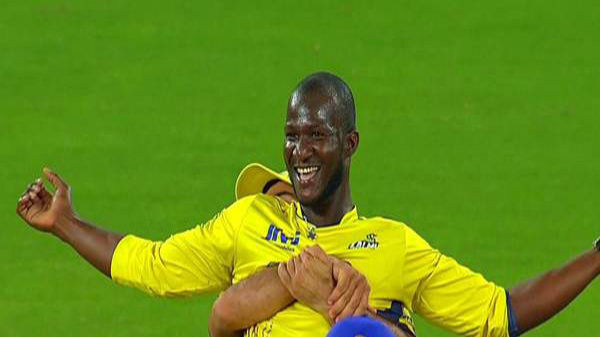 Darren Sammy plays an April Fool prank on cricket fans
