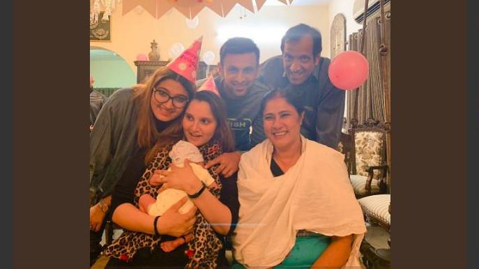 शोएब मलिक ने अपनी पत्नी सानिया मिर्जा के जन्मदिन पर शेयर की दिल को छू जाने वाली तस्वीर