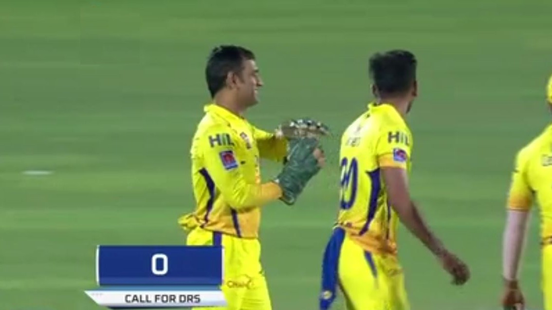 IPL 2019: WATCH - MS Dhoni opts for DRS in nick of time; obviously gets it right