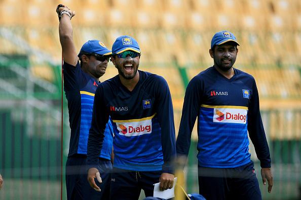 दिनेश चांदीमल के अनुसार उनकी टीम एक परिवार की तरह खेलती हैं
