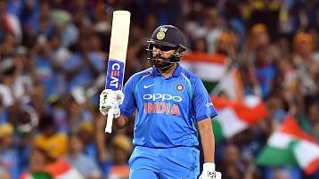 AUS v IND 2018-19: ऑस्ट्रेलिया के खिलाफ रोहित शर्मा की शतकीय पारी के बाद ट्विटर पर हो रहा हैं उनका गुणगान