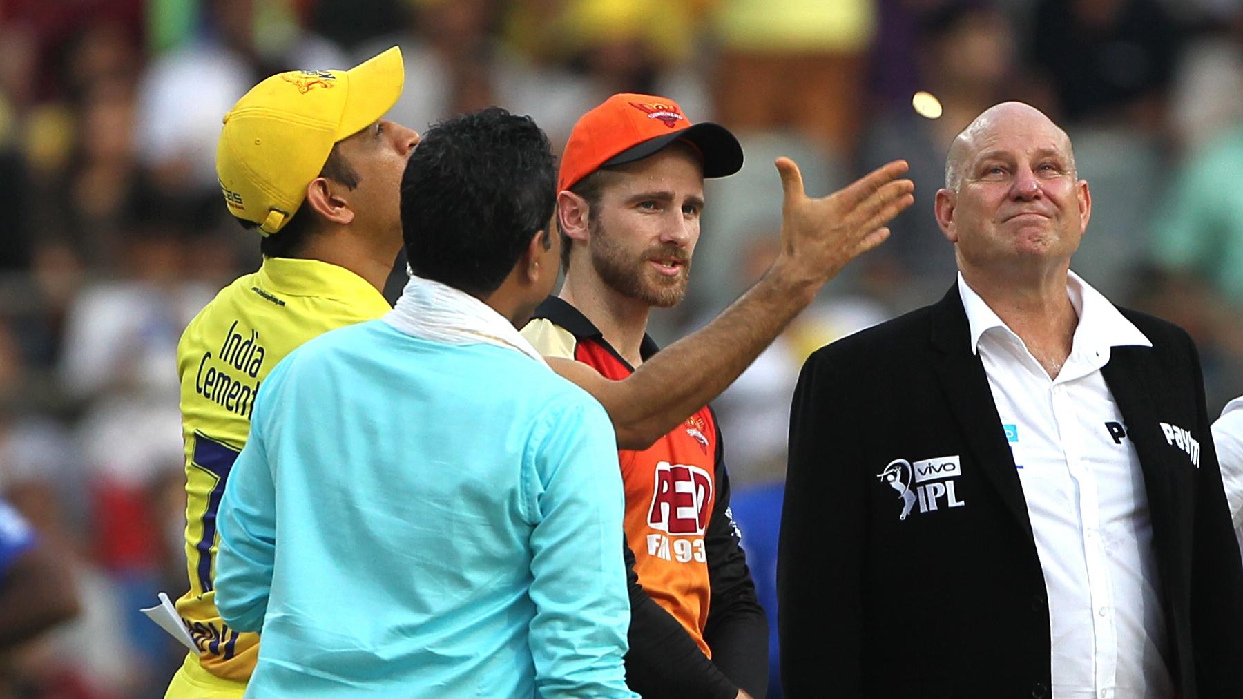 IPL 2018: Sanjay Manjrekar goofs up at the toss in the IPL Final