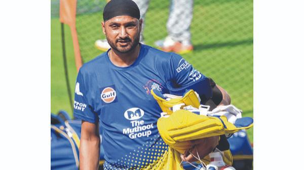 हरभजन सिंह ने सीएसके के खिलाड़ियों का शेफ के रूप में परिचय कराया