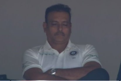 Ravi Shastri caught napping | Screengrab