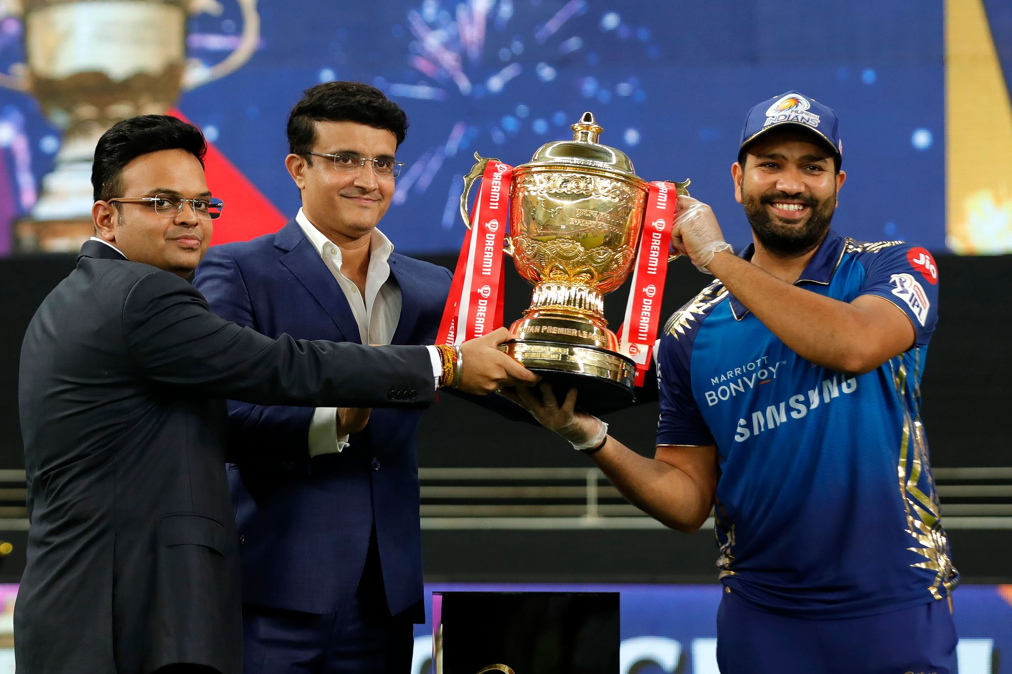 Rohit Sharma lifts the IPL trophy as MI captain for the 5th time and 6th time as a player | BCCI/IPL