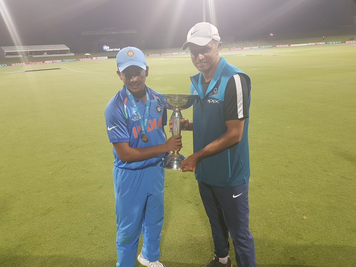 Rahul Dravid and Prithvi Shaw with the ICC U-19 World Cup 2018 (Pic. source: cricketworldcup Twitter)