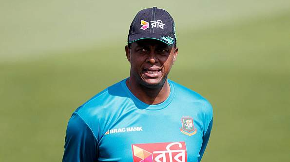 Bangladesh  bowling coach Courtney Walsh working on the mental side of fast-bowlers