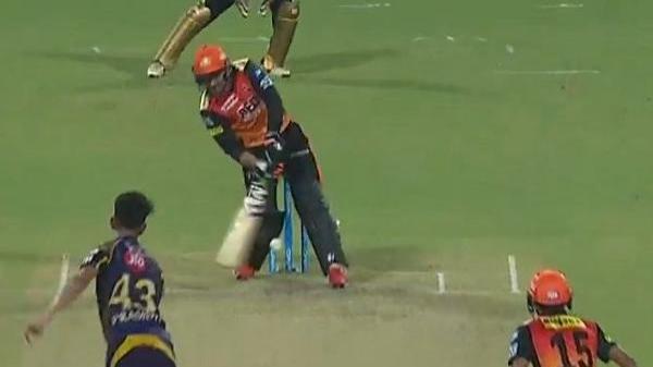IPL 2018 : राशिद खान के शॉट ने दिलाई एमएस धोनी के हेलीकॉप्टर शॉट की याद