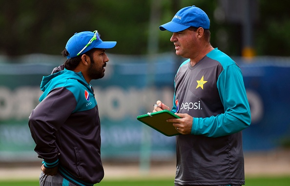 Mickey Arthur with Pakistan skipper Sarfaraz Ahmed | Getty