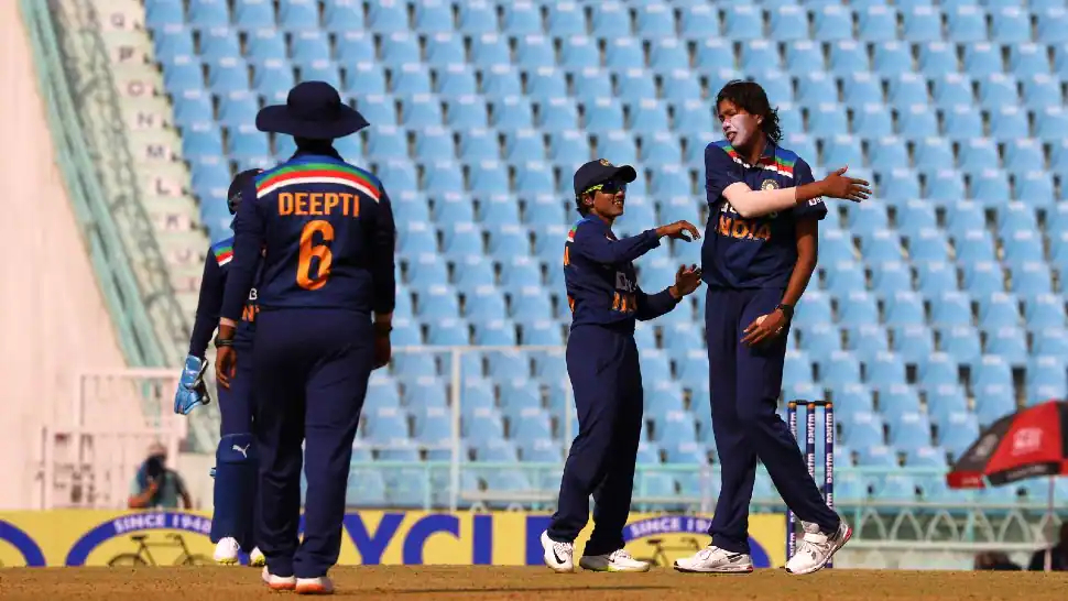 Jhulan Goswami yet again shined to help India win second ODI | BCCI Women Twitter