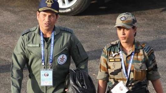 देखिये - सचिन तेंदुलकर पोखरण में भारतीय वायुसेना के 'वायुशक्ति 2019' के कार्यक्रम में हुए शामिल