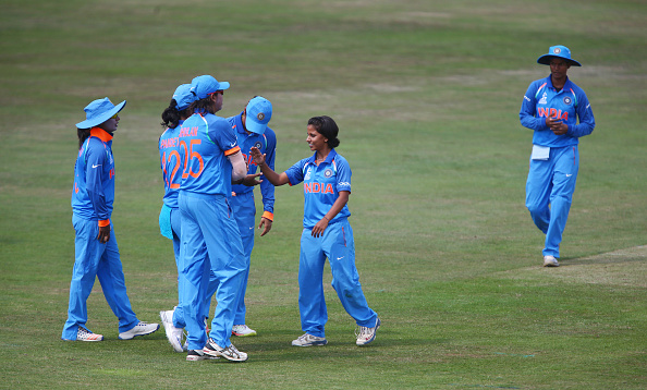 Poonam Yadav (C) is one of the shortest cricketers around | Getty