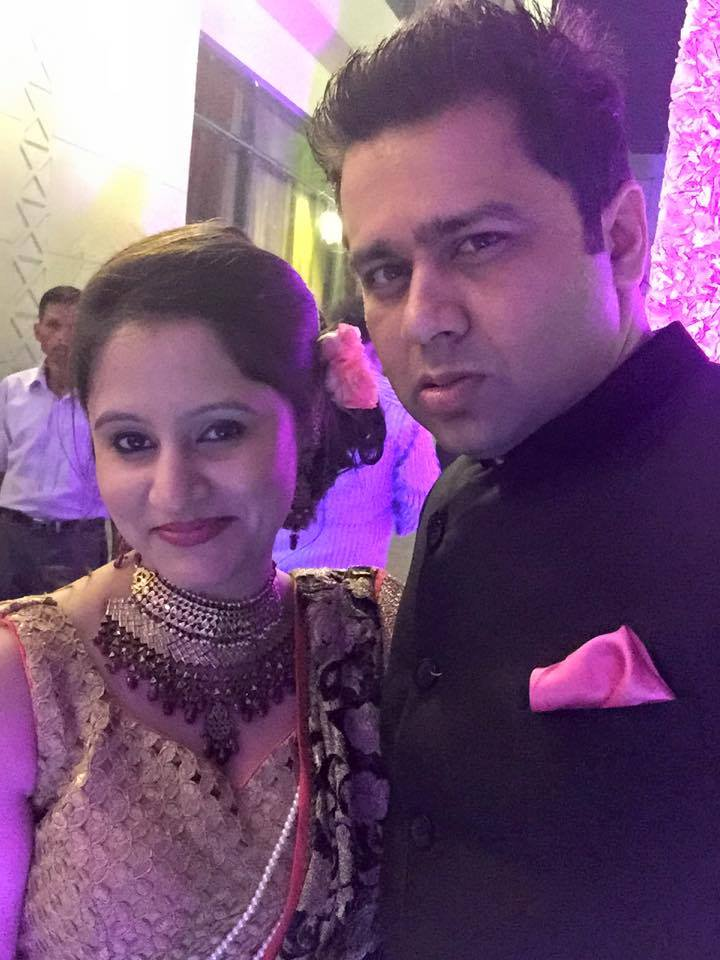Aakash Chopra with wife Aakshi