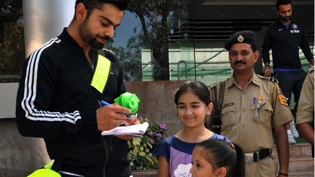 Watch: Virat Kohli spends time with young fans before RCB's match against CSK