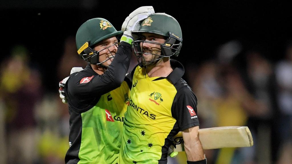 Watch: Glenn Maxwell thanks  Carey for his ton, gifts his signed bat as an acknowledgement