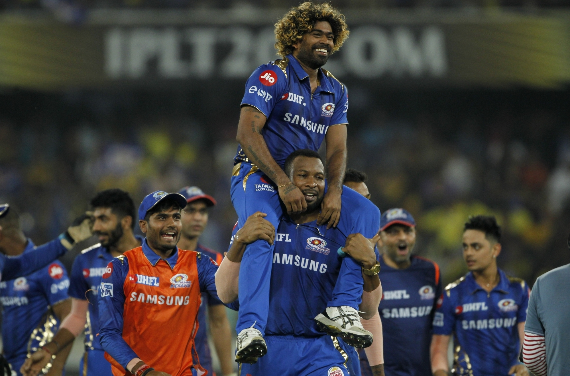MI players lifted Malinga on the shoulder after he bowled an outstanding last over | IANS