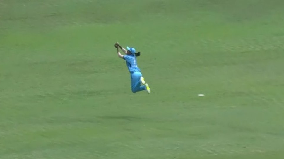 IPL 2018 Women's T20 Challenge: Watch – Harmanpreet plucks a stunner to dismiss Smriti Mandhana