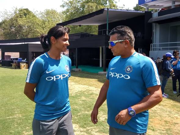 Tushar Arothe with India T20I captain Harmanpreet Kaur | P.K. AJITH KUMAR