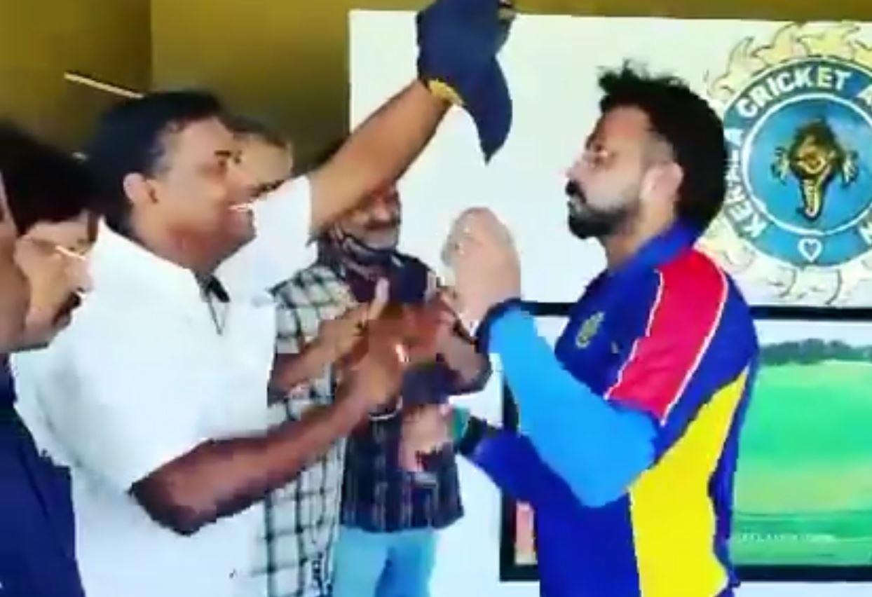 Sreesanth receives his Kerala cap