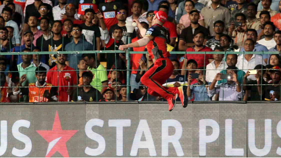 "IPL 2018: Brendon McCullum rates AB de Villiers' one-handed catch as ""ridiculous"""