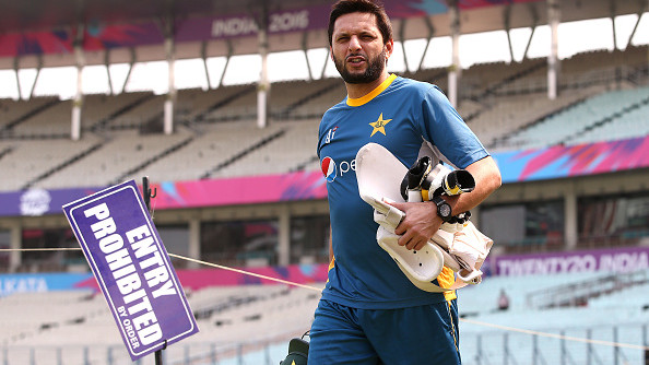 Shahid Afridi questions ICC for not allowing umpires to hold players' caps