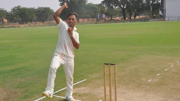 WATCH: मणिपुर के युवा रेक्स राजकुमार ने मैच की एक पारी में लिए 10 विकेट