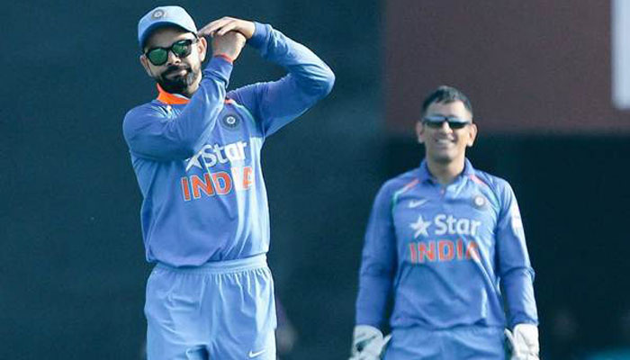 Virat Kohli has been dependent on MS Dhoni for DRS calls | Twitter