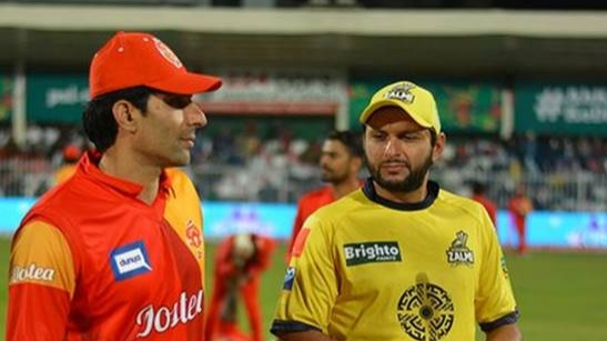 Watch: Shahid Afridi's respectful gesture for Misbah-Ul-Haq in PSL 2018