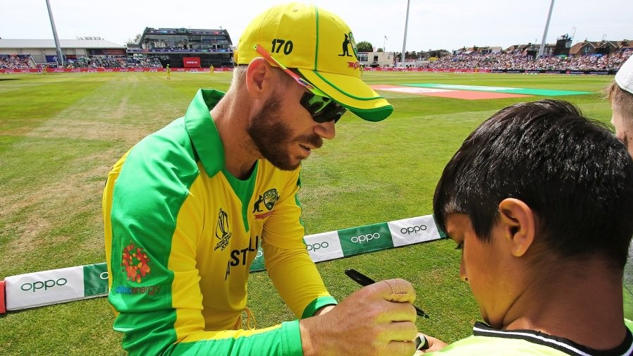 CWC 2019: David Warner gets asked for an autograph by a kid, amidst boos and heckling