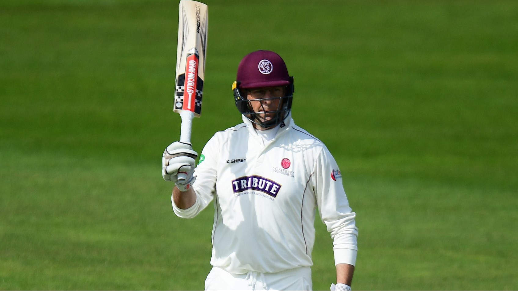 Marcus Trescothick to stay at Somerset until 2019
