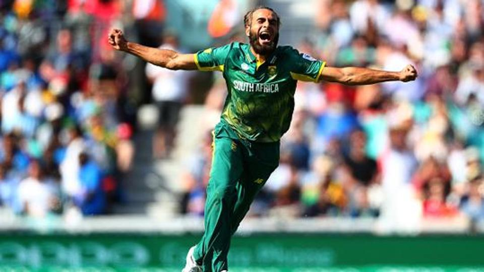 Imran Tahir doing his trademark celebration after taking a wicket. (Getty)