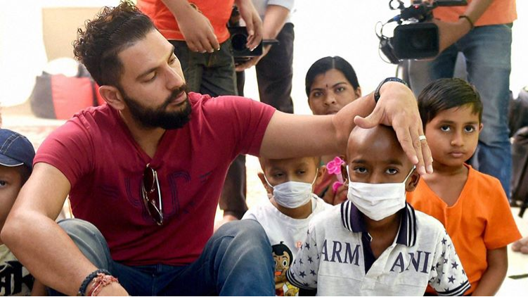 Yuvraj Singh spents a beautiful evening with cancer affected children