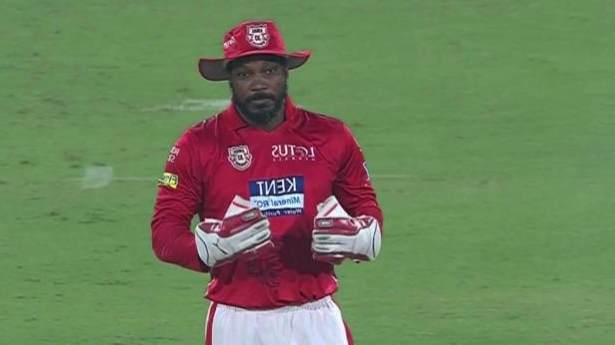 IPL 2018: WATCH: Chris Gayle takes over the wicket-keeping role from KL Rahul