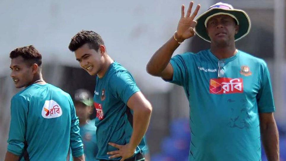 कर्टनी वॉल्श श्रीलंका त्रिकोणीय श्रृंखला में बांग्लादेश से चाहते हैं स्थिरता