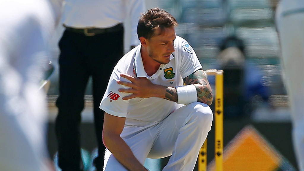 Dale Steyn picks up a groin injury during his county stint