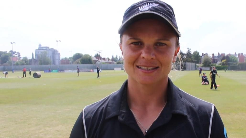 Suzie Bates regrets losing key wickets after a crucial start against England