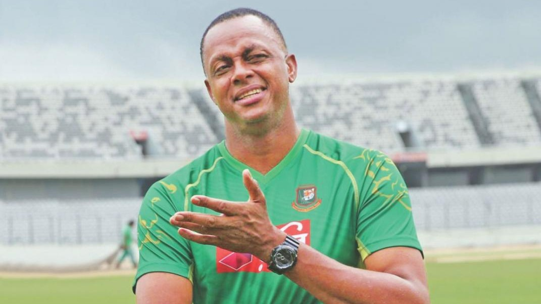 Bangladesh part ways with bowling coach Courtney Walsh after Steve Rhodes' axing