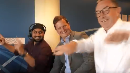 ENG v IND 2018: WATCH – David Lloyd shows off  his 'Bhangra' skills in the commentary box with tips from Harbhajan Singh