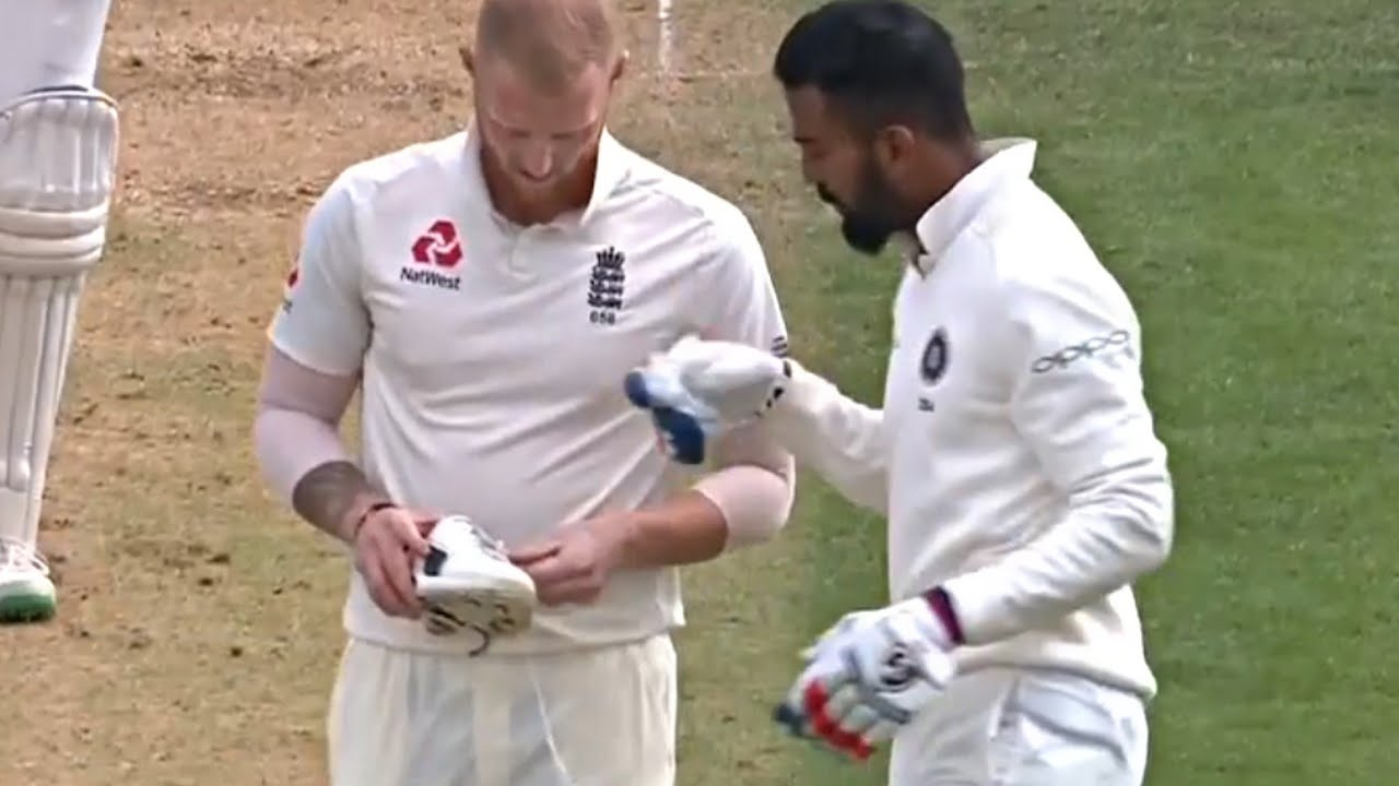 Ben Stokes and KL Rahul have a discussion about his shoe