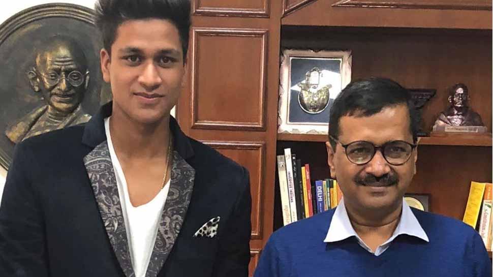 U-19 विश्व कप के नायक मंजोत कालरा से दिल्ली के मुख्यमंत्री अरविंद केजरीवाल ने की मुलाकात